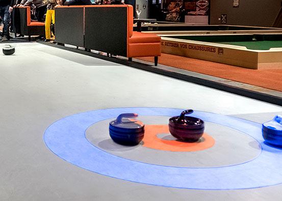Vier Bahnen des interaktiven Curlings in Saintes (Frankreich)