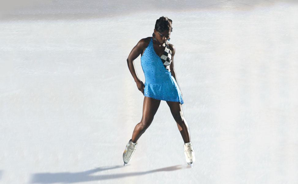 De kunstrijdster, Suria Bonaly, op synthetisch ijs van Xtraice
