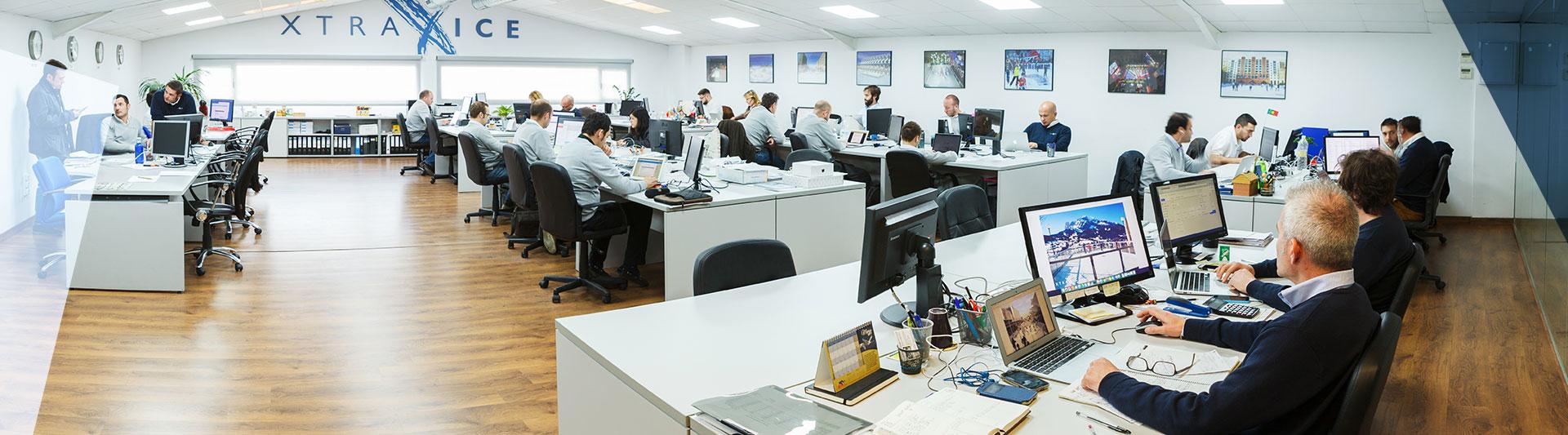 La oficina de Xtraice acoge más de 20 nacionalidades Les bureaux d'Xtraice regroupent plus de 20 nationalités.