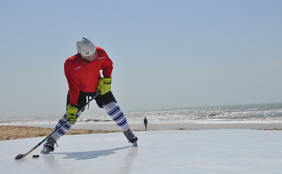 Patiner sur la glace en été avec des températures élevées.