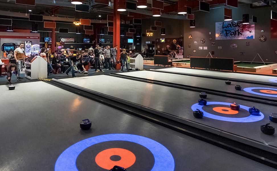 Interaktives Curling auf synthetischem Xtraice