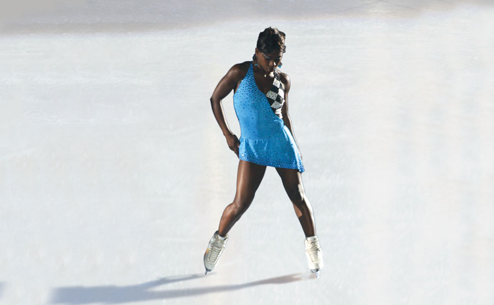 A patinadora artistica, Surya Bonaly, sobre gelo sintético Xtraice
