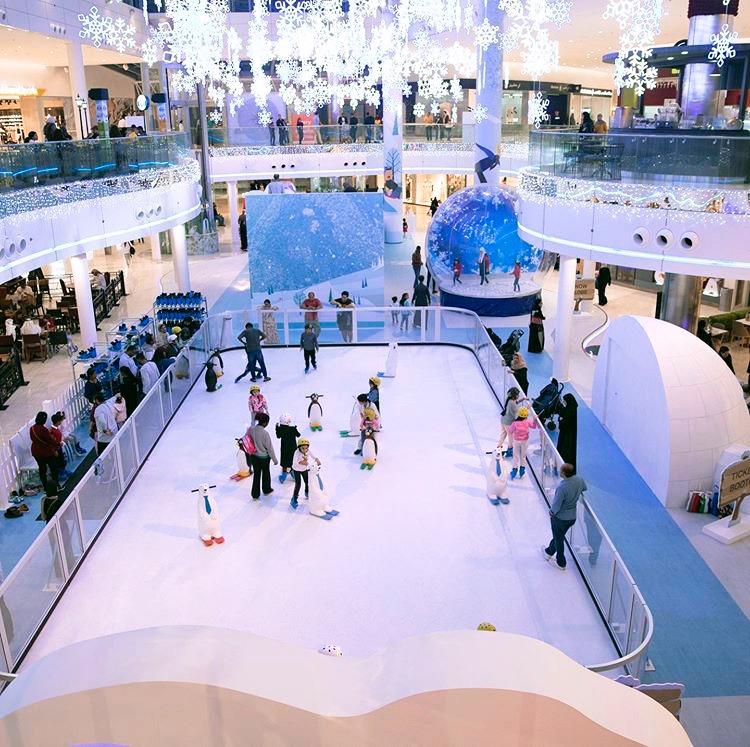 ショッピングセンターのスケートリンク